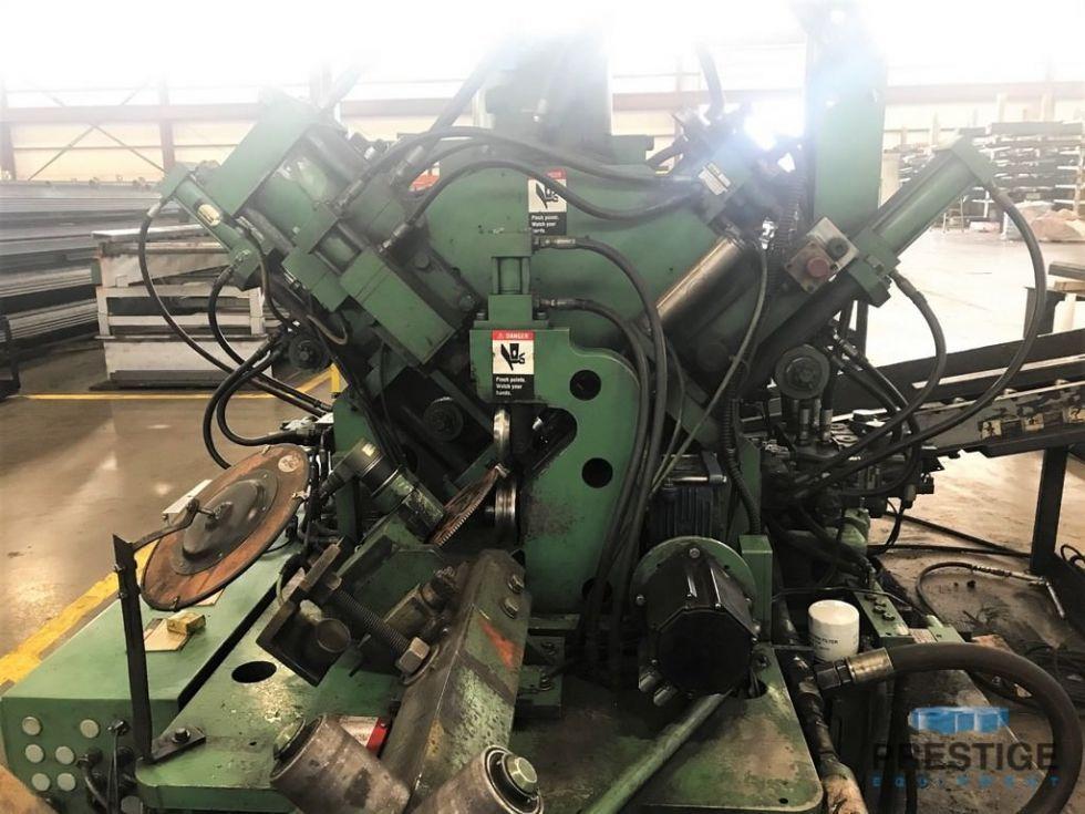 "Peddinghaus Modelo AFPS 623M 6 ""x 6"" x 1/2 ""CNC Anglemaster perfora una línea de corte"