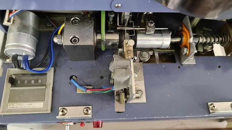 Maquina para fabricar canillas de hilo