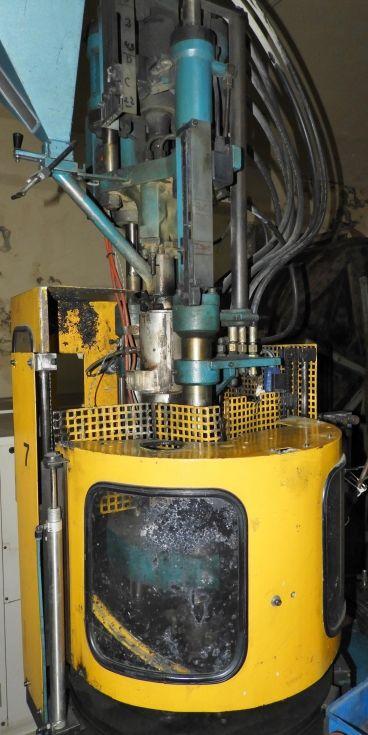 Inyectora de plástico vertical