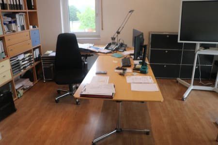 USM HALLER Desk without Contents