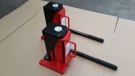 Lot of Hydraulic Jacks 2 x 10000 kg
