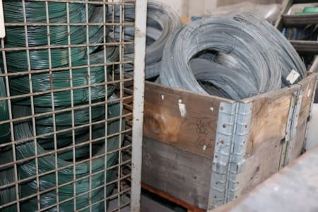 Lot of tension wire