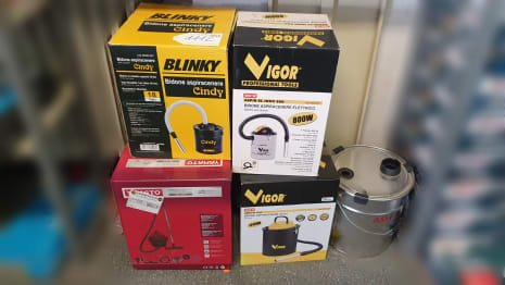 Lot of vacuum cleaners (x 4)