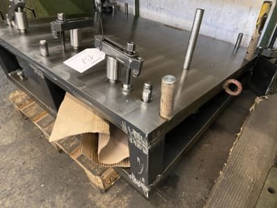 Workpiece clamping device