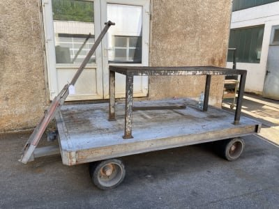 Material transport trolley