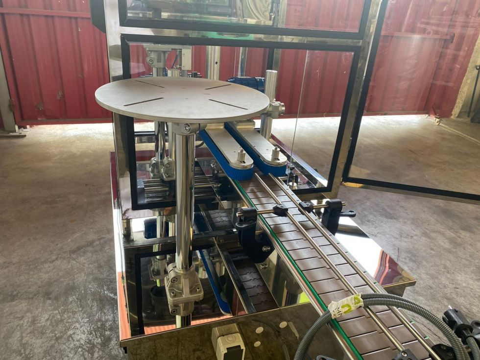 Máquina taponadora enroscadora para envases PET Nueva