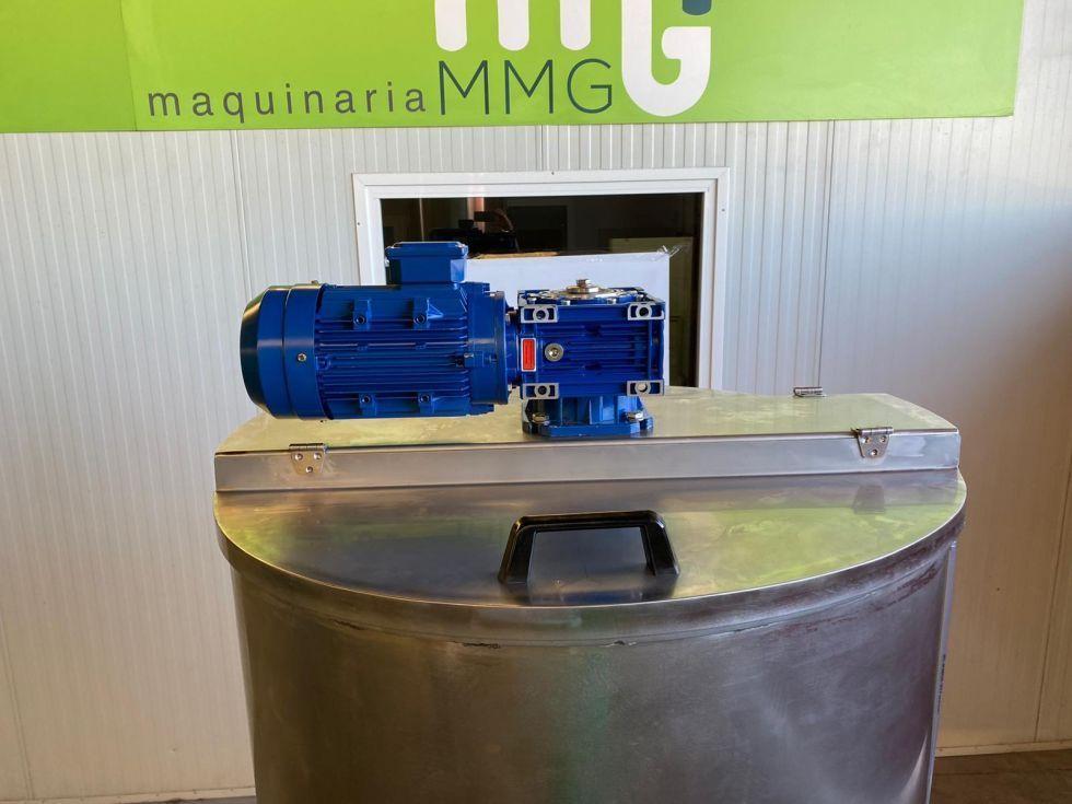 Depósito en acero inoxidable con sistema de agitación de palas con motor reductor de 1.000 litros