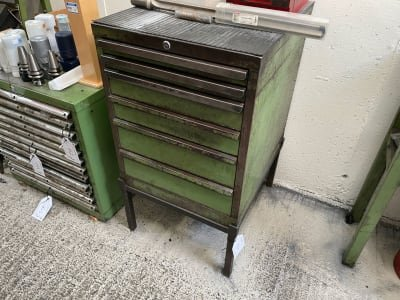 Drawer cabinet with plinth