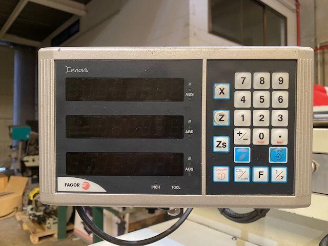 Torno Pinacho de 3000x620 mm con visualizador de cotas Fagor a 3 ejes