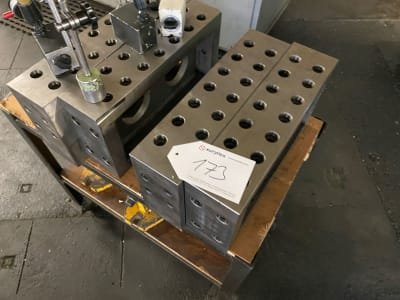 Lot of clamping cube with measuring gauges