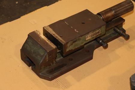 Hydraulic machine vice