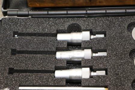 Internal micrometer screws
