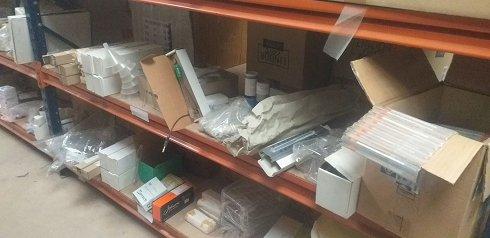 Lote de 1574 artículos de material de laboratorio. LAP23