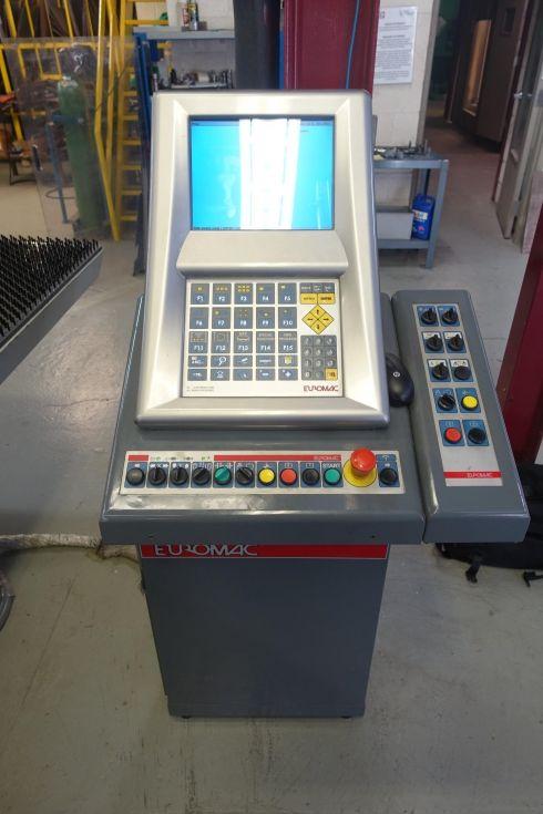 Punzón CNC con sistema de carga / descarga
