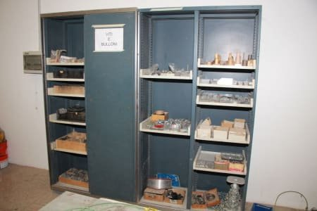 Workshop cabinet with hardware