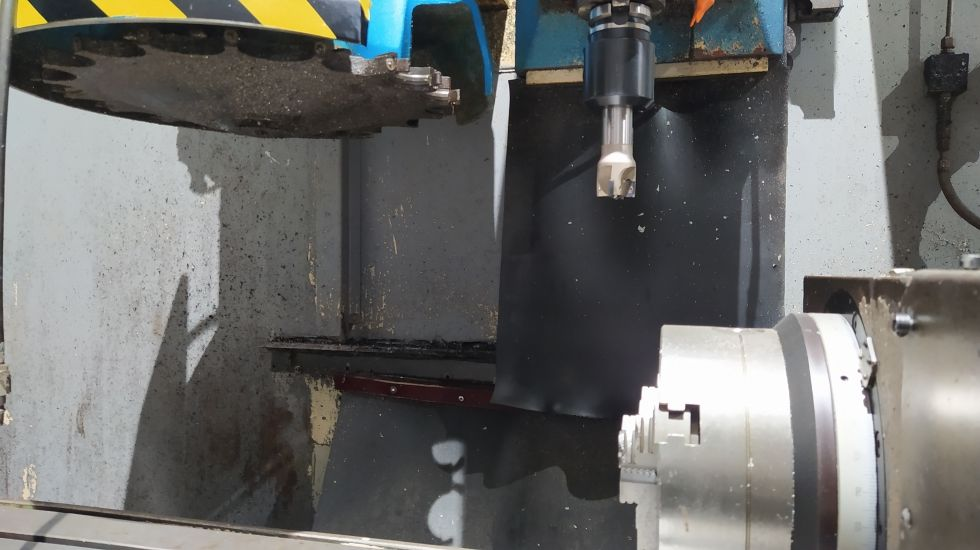 Centro de mecanizado vertical con 4º eje