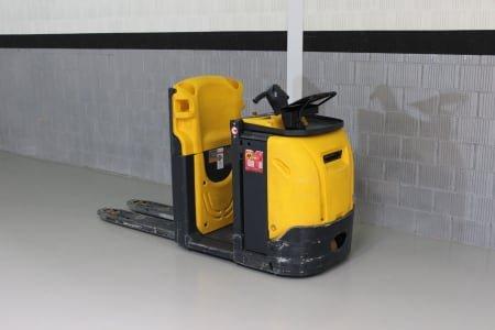 OM XLogo1AC Electric Forklift
