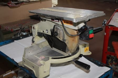 MAKITA Miter Saw with Table