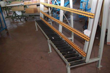 Roller conveyor for glass