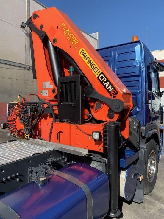Camión tractora Volvo FM9 grua Palfinger 20002