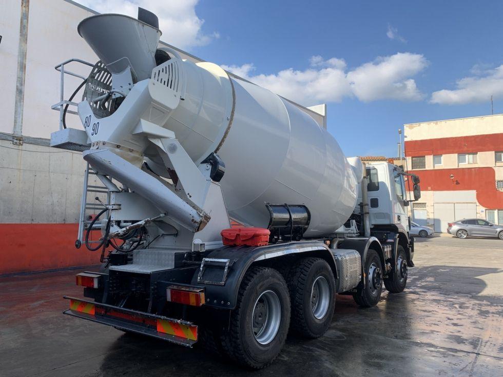 Camion Iveco Trakker 410 hormigonera Baryval 10m3 - 2018