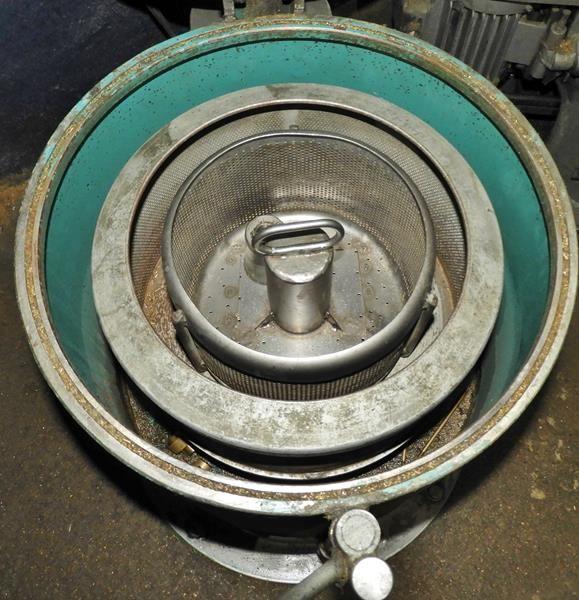 Centrífugadora para secado de piezas
