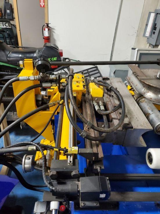 Dobladora de tubos CNC