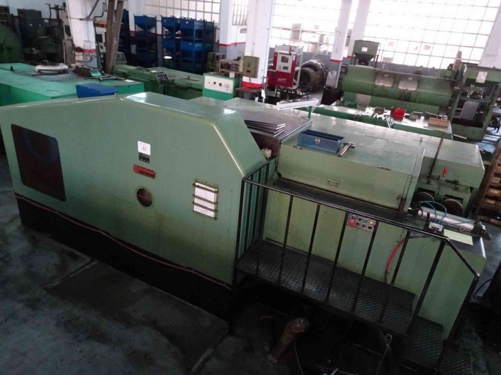 Máquina estampadora 6 estaciones - Fabricación tuercas