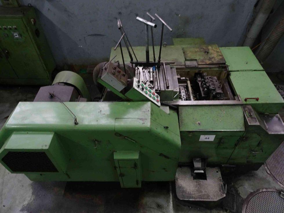 Máquina estampadora 5 estaciones - Fabricación tuercas