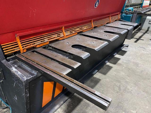 Cizalla hidráulica de 3000x6 mm con mesa pneumática de soprote para chapa fina