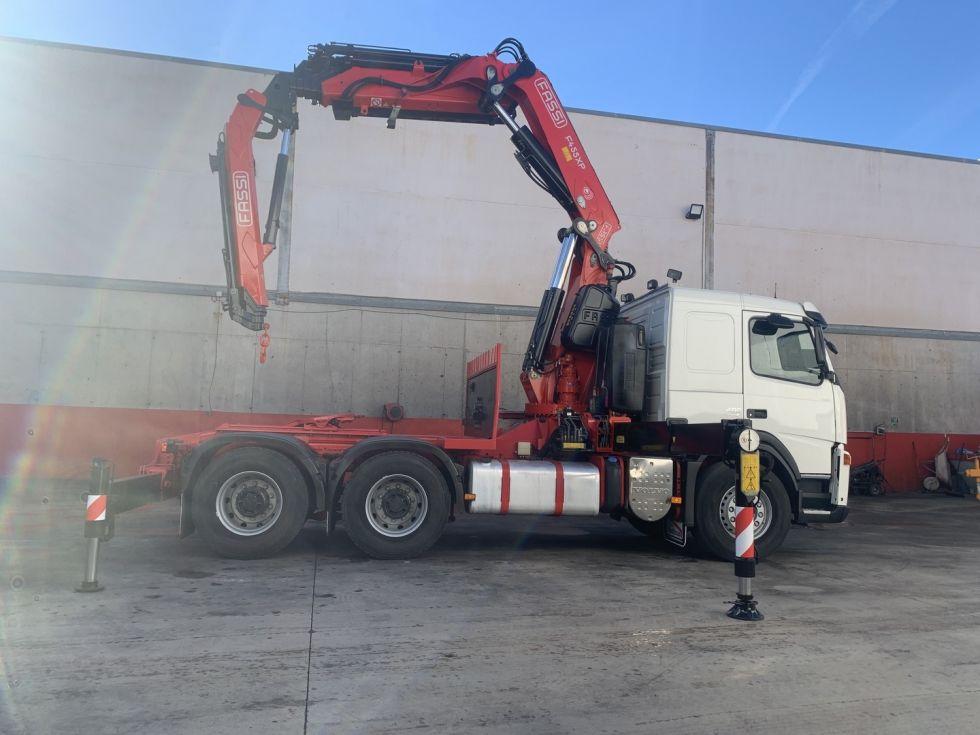 Camion tractora Volvo Fm 480 grua Fassi F455 AXP 25 + Jib