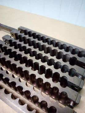 Molde 89 / 516 de Pintalabios en Bronce Con 72 Alveolos