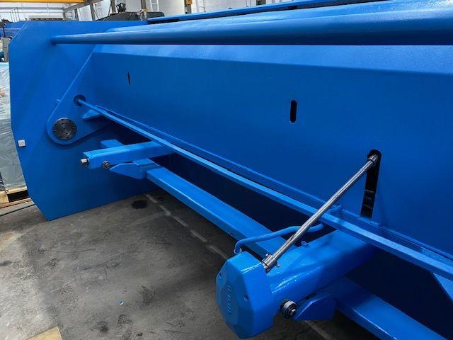 Cizalla hidráulica Ajial de 3100x10 mm con tope motorizado