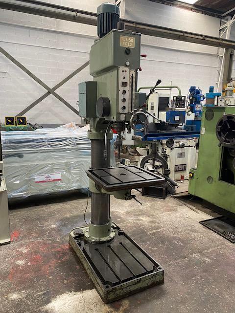 Taladro de columna con transmisión por engranajes y avance automático