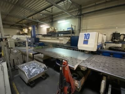 Punzonadora TRUMPF Trumatic 500 with Robot Loader and Tool Charger