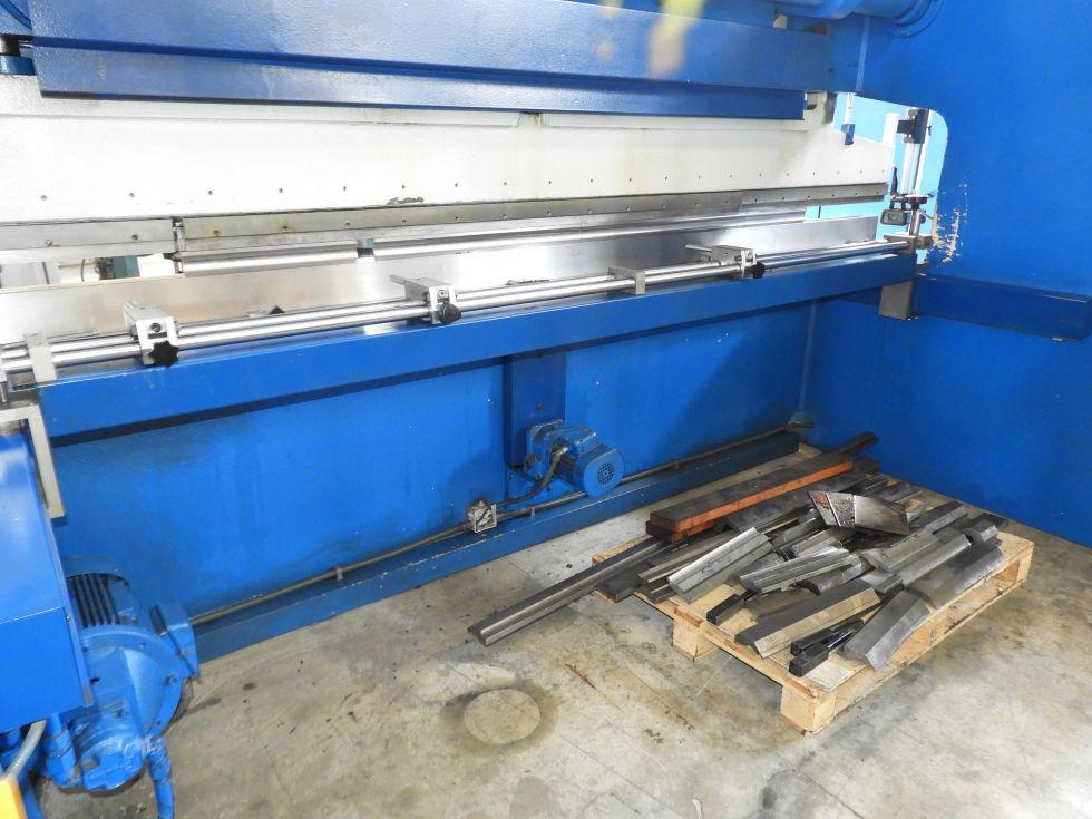 Plegadora hidráulica CNC