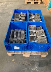 Lot of workpiece carriers 80 x 80 mm and 160 x 160 mm