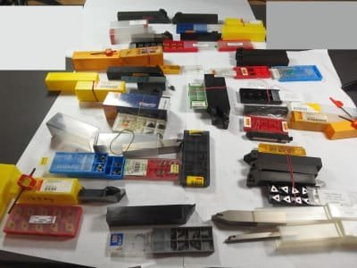 Werkzeug 20+ turning holders and 100+ indexable inserts
