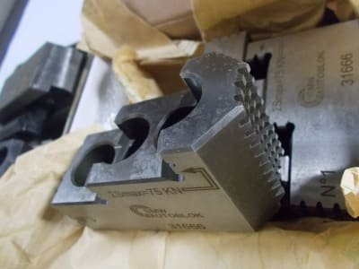 Werkzeug 3 sets of clamping jaws / top jaws for lathe chucks