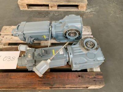 SEW EURODRIVE KVZ77 CM112L/BR/HR/TF/RH1L/SB50 2 pieces of synchronous servomotors