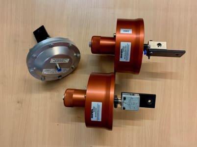 NOVA NV1-40-4E-ATO 3x pneumatic needle valve