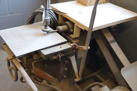 Slot drilling machine