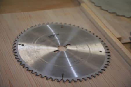 Lot saw blades