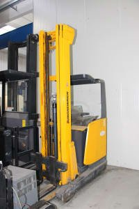 JUNGHEINRICH ETV 214 Retractable Electric Forklift