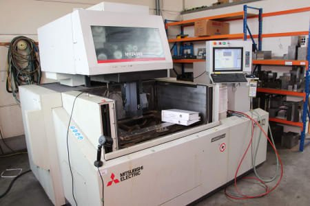 MITSHUBISHI MV 2400 S Wire EDM Machine
