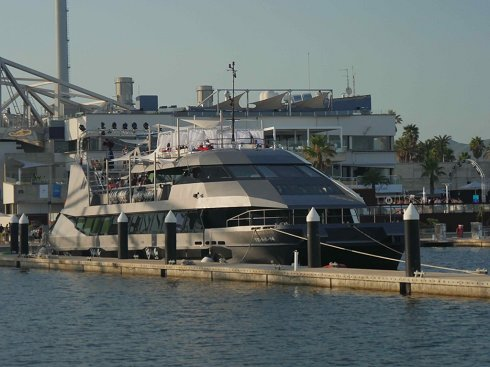 Catamarán de 37,15 m de eslora