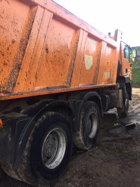 camión dumper 3 ejes