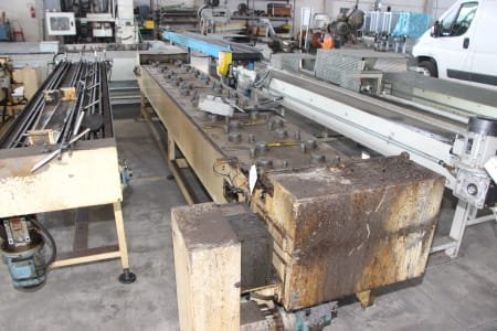 Roller conveyor for connecting rods