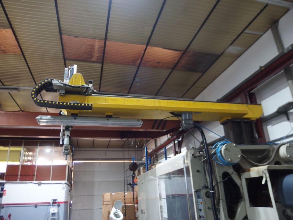 Inyectora termoplástico 450 ton con robot
