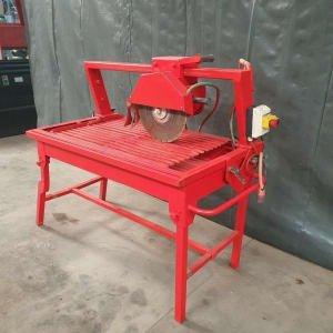 Tile cutting machine